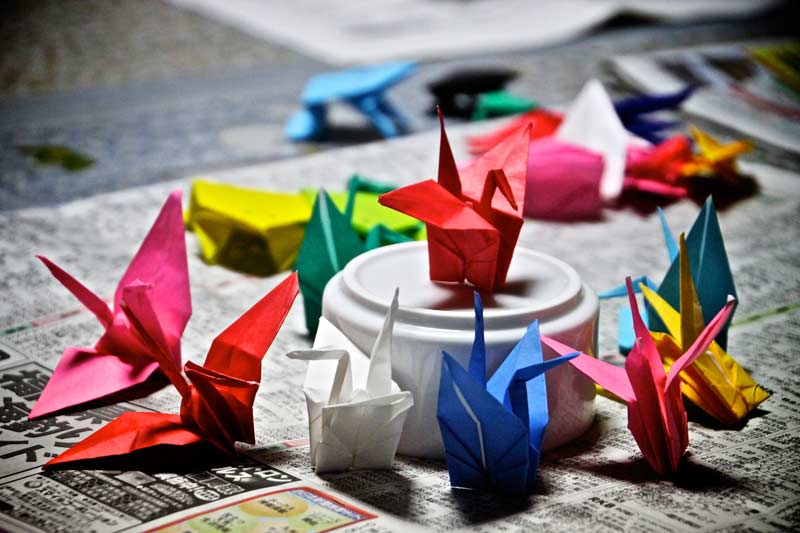 Making origami cranes with host families in honor of the Nagasaki victims