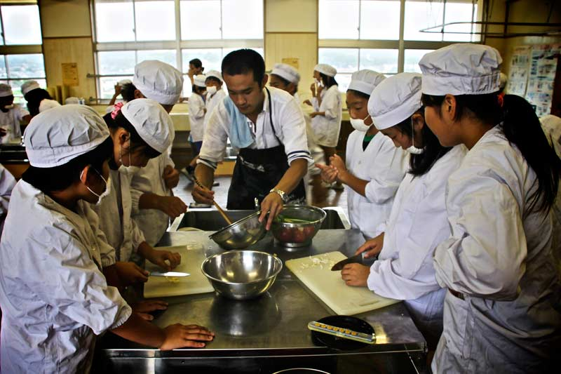 Andrew from China teaching his dish