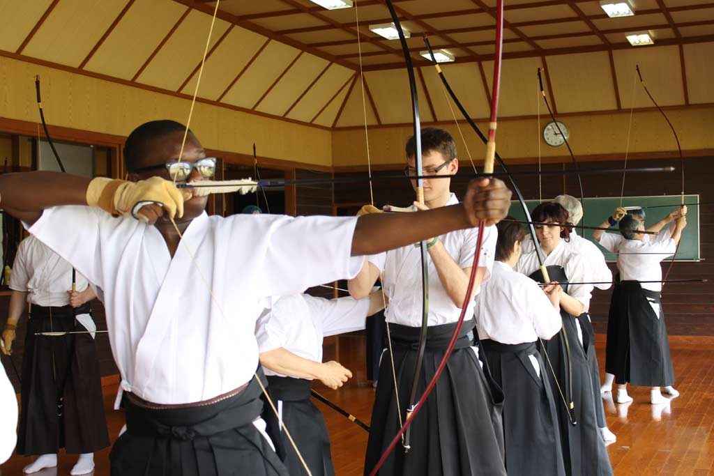 zuvan shooting kyudo in omura