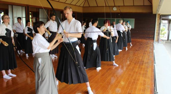Visiting Nijinohara Special Education School and trying out kyudo