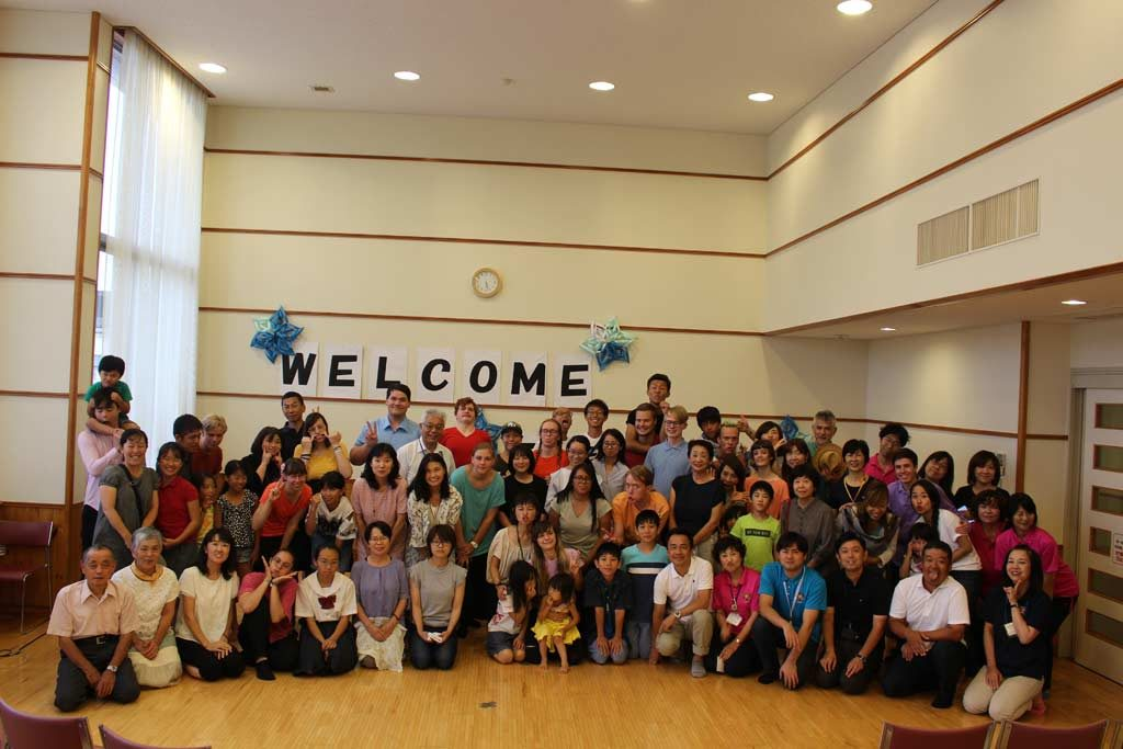 Group picture with the host families in Mito